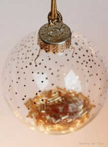 Make in 5 minutes DIY Gold Dot Ornament