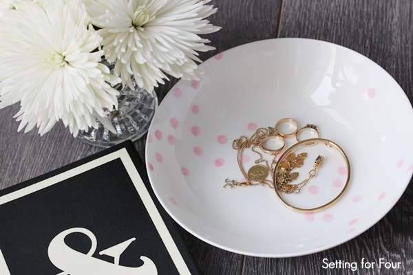 How to make an easy Kate Spade inspired Confetti Patterned Bowl! Great DIY decor project to organize and store keys, jewelry, odds and ends! See the tutorial at www.settingforfour.com
