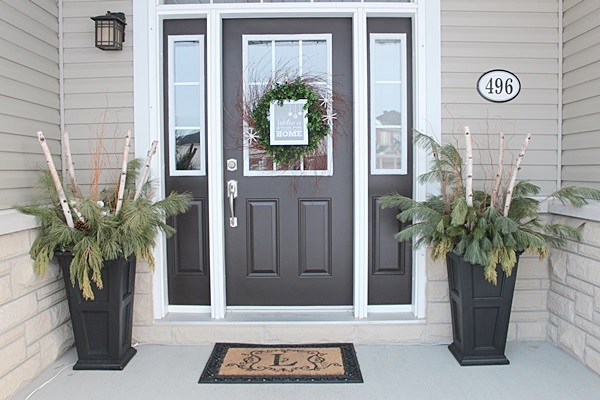 Winter entryway decor and curb appeal ideas setting for four for Outdoor entryway decorating ideas