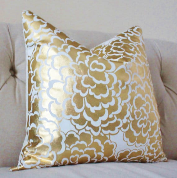 Summer color pairing - white and gold! Add this White and Gold Pillow to update your living room for summer!