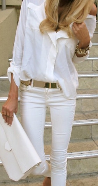 White and gold outfit - love the white blouse and jeans paired with a chic gold belt!