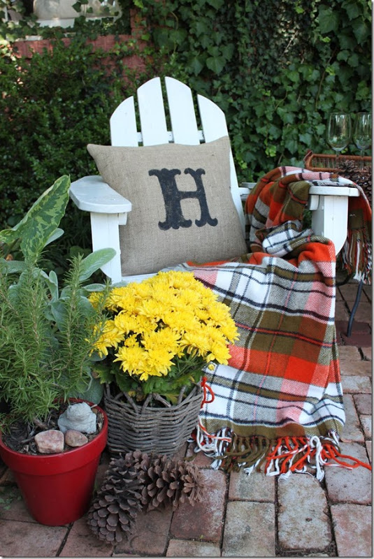 Cricut Monogram Painted Burlap Pillow -autumn home decor