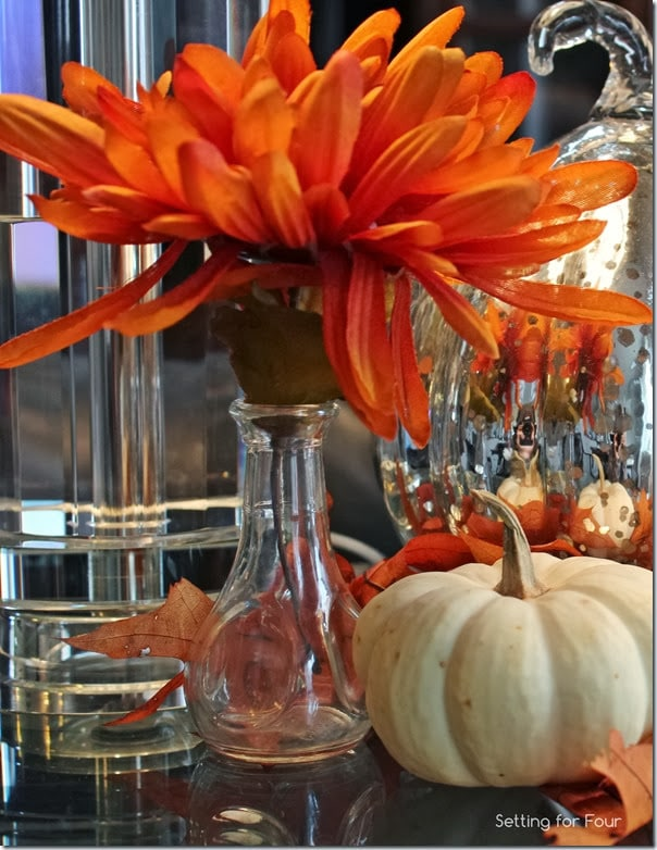 How to Decorate a Fall Vignette with pops of color and fall icons!