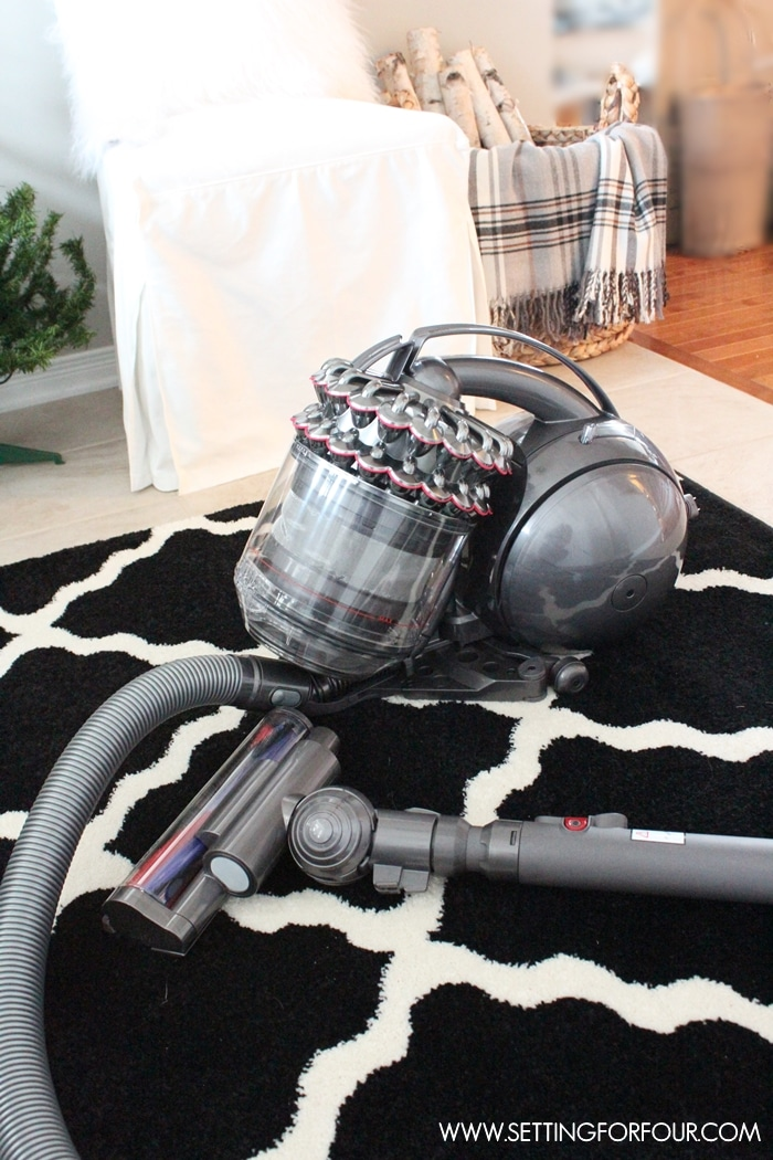 6 helpful tips to get your home really clean for guests with Dyson Cinetic vacuum cleaner! Ditch your old vacuum for this efficient, sleek and powerful vacuum! www.setttingforfour.com