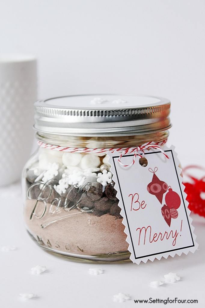 Easy DIY Snowflake Hot Chocolate Mason Jar Recipe - see the ingredients and directions to make! Great DIY holiday food gift idea.