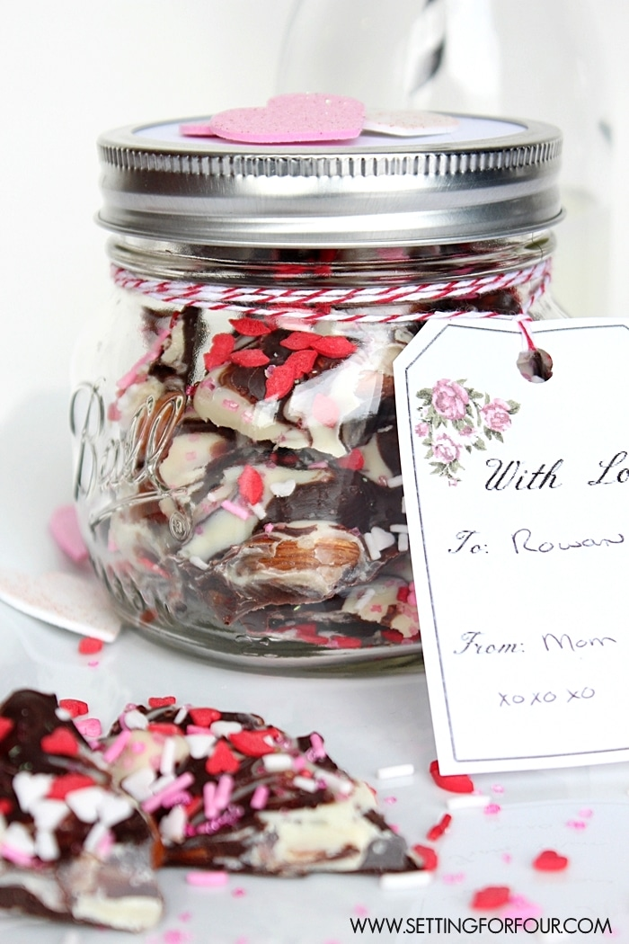 Easy to make Valentine's Day gift! Chocolate Bark in a Mason Jar with FREE vintage blossom printable gift tag! #dessert #food #recipe #valentinesday #love #gift #printable #gifttags #masonjars