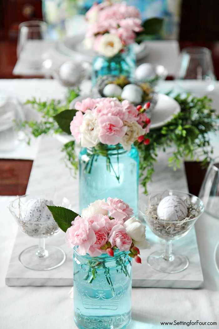 Blue Mason Jar decor tips. A pretty Spring tablescape like this is easy to get when you tint your own mason jars blue! See how!