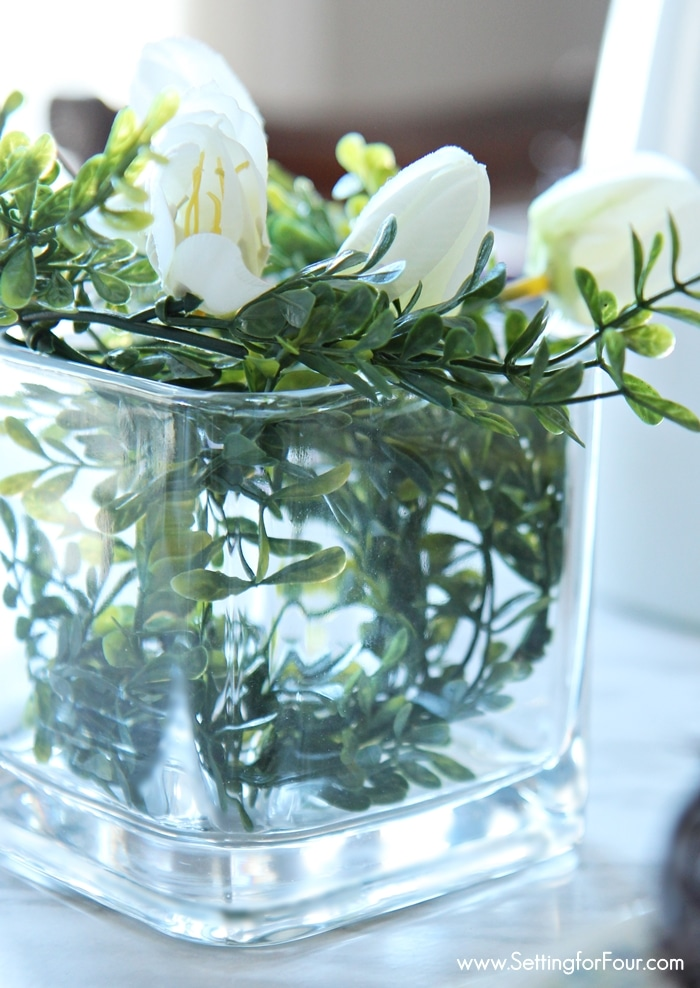 Spring Boxwood Centerpiece idea: Are you craving a cheery Springtime feeling for your home right now? See these 10 minute decor ideas to transition your home for Springtime!