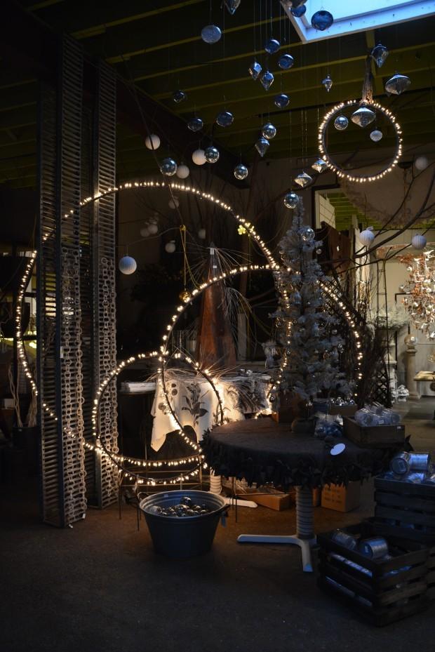 Stunning!! DIY Hula Hoop circle lights! Aren't these fun?