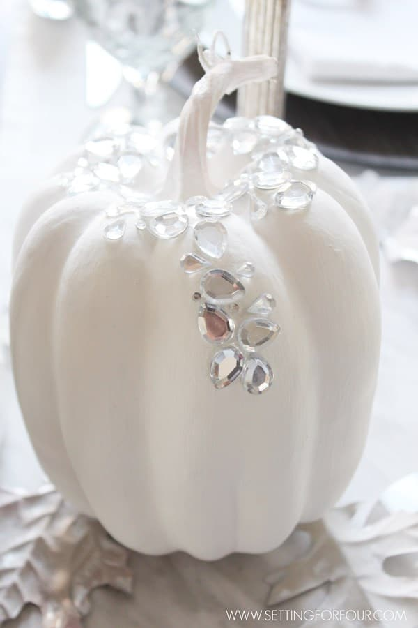 DIY Glam pumpkin - see the easy instructions to make these sparkly pumpkins! So gorgeous for elegant, neutral Fall and Halloween home decor!