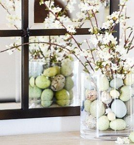 Get fast and fabulous 10 minute DIY Easter decor ideas to give your home a fresh look in record time! See these gorgeous Easter centerpiece, wreath and table ideas.