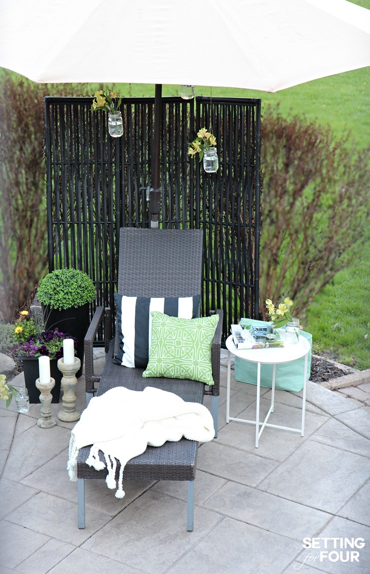 See these outdoor patio decor ideas to create a beautiful outdoor sitting area and lounging nook!