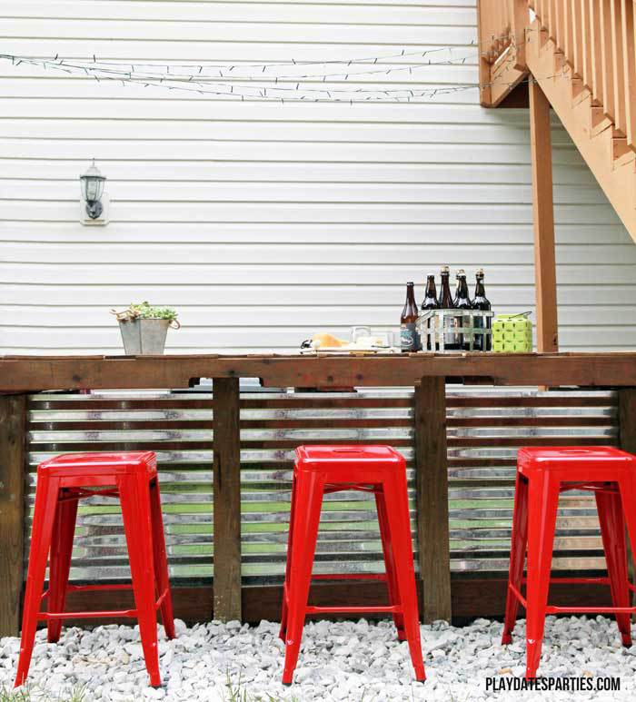 Make an beautiful Outdoor Bar from pallet wood, cinder blocks and corrugated steel roofing: A Backyard Ready For Summer Entertaining