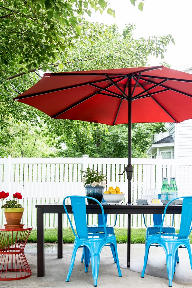 Summer Outdoor Decorating Tip No. 10: Instead of pairing navy with red, try aqua blue! Patio Dining Makeover
