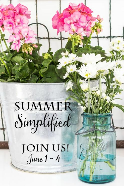 Simple Summer decor projects for your home- see all 20 DIY decor ideas and be inspired to decorate your outdoor summer spaces the simplified way!