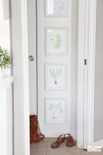 How to decorate an awkward wall space with a gorgeous DIY Gallery Wall of Botanical Prints! Add a touch of nature to your space with these FREE fern prints - I show you how to hang them too!