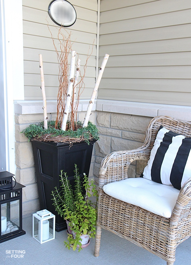 Get these beautiful Summer curb appeal ideas and PORCH DECOR tips - including plants, urns, seating, lanterns and decorative accents.