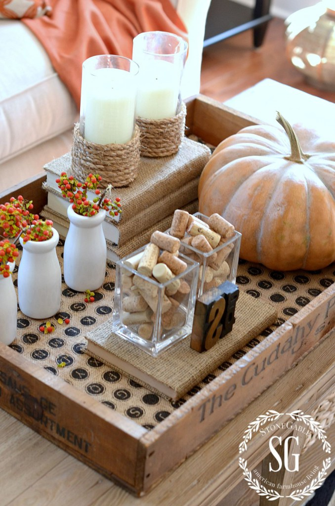 5 Tips for Creating A Beautiful Fall Centerpiece: See all 7 Stunning Fall Centerpiece Ideas to decorate your home for autumn! 7 beautiful easy to make centerpiece ideas using pumpkins, gourds, feathers and fall leaves for your dining table, end table and coffee table!