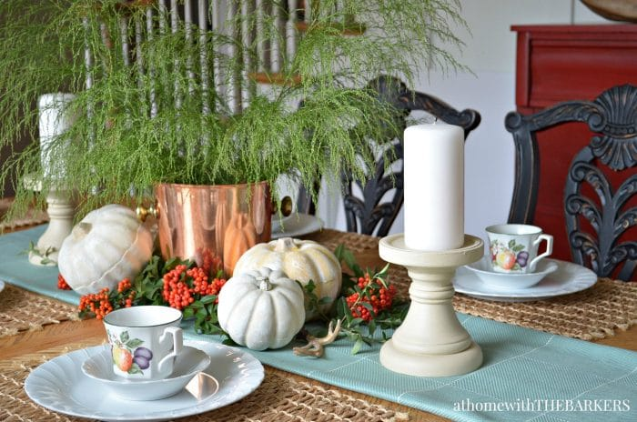 Fall Foliage Centerpiece: See all 7 Stunning Fall Centerpiece Ideas to decorate your home for autumn! 7 beautiful easy to make centerpiece ideas using pumpkins, gourds, feathers and fall leaves for your dining table, end table and coffee table!