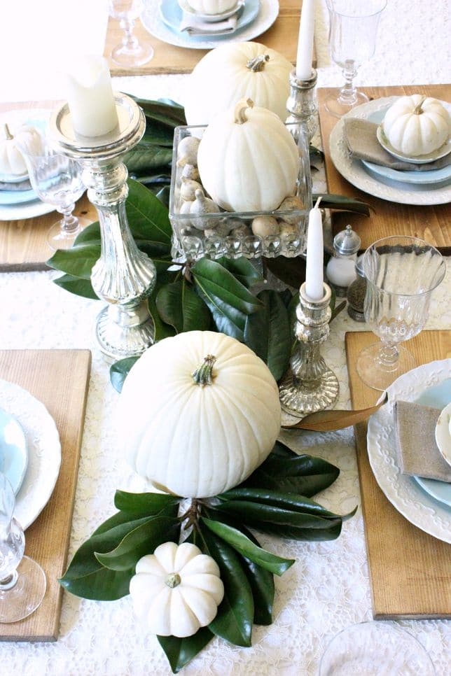 A Simple Natural Fall Centerpiece: See all 7 Stunning Fall Centerpiece Ideas to decorate your home for autumn! 7 beautiful easy to make centerpiece ideas using pumpkins, gourds, feathers and fall leaves for your dining table, end table and coffee table!