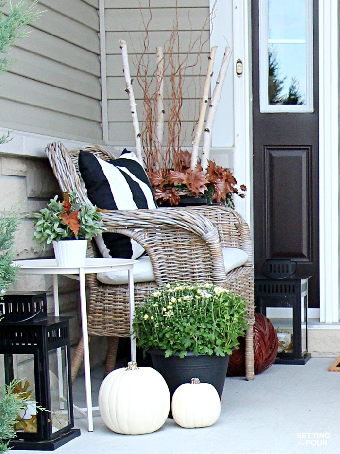 Welcome to my Fall Home Tour Part 2 - my Fall Front Porch! See my Fall porch seating area.