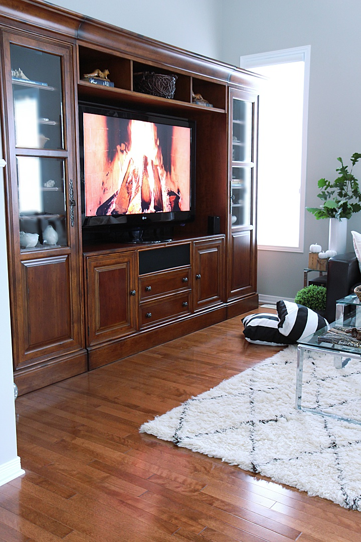See this traditional rustic TV media unit in a glam family room and lots of fall decorating tips. This soft Moroccan shag carpet adds coziness to the family room for autumn.