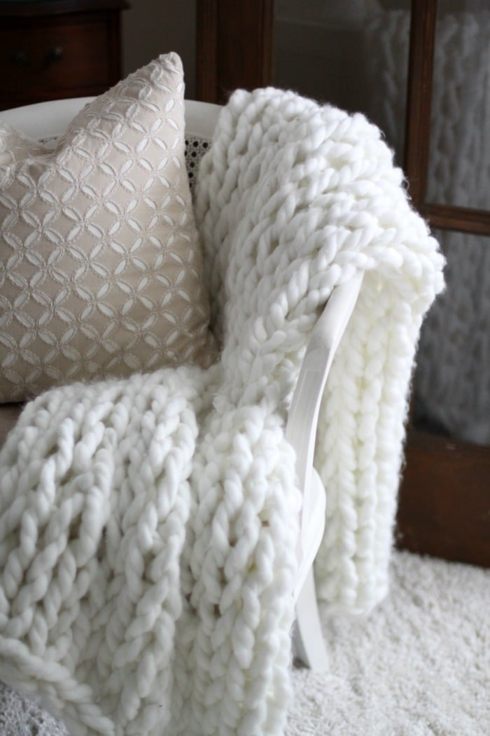 DIY arm knit throw using chunky yarn