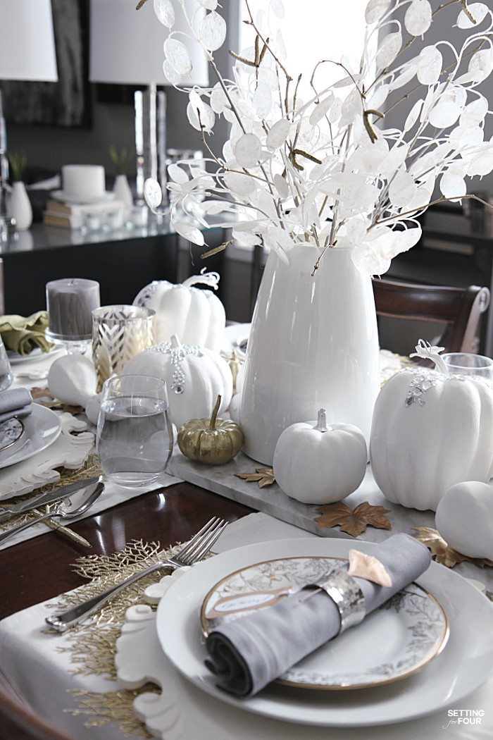 Easy and cheap thanksgiving table decor ideas - DIY glam sparkly pumpkins! #diy #cheap #pumpkin #table #decor