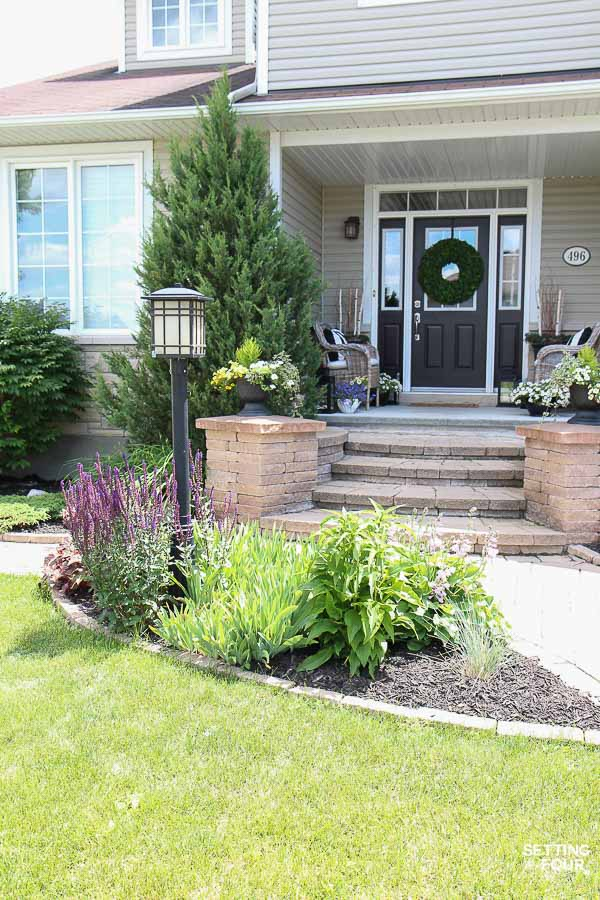 How to camouflage a lamp post in the front yard! See the plants and flowers that will help blend a lamp post into the look of your home.