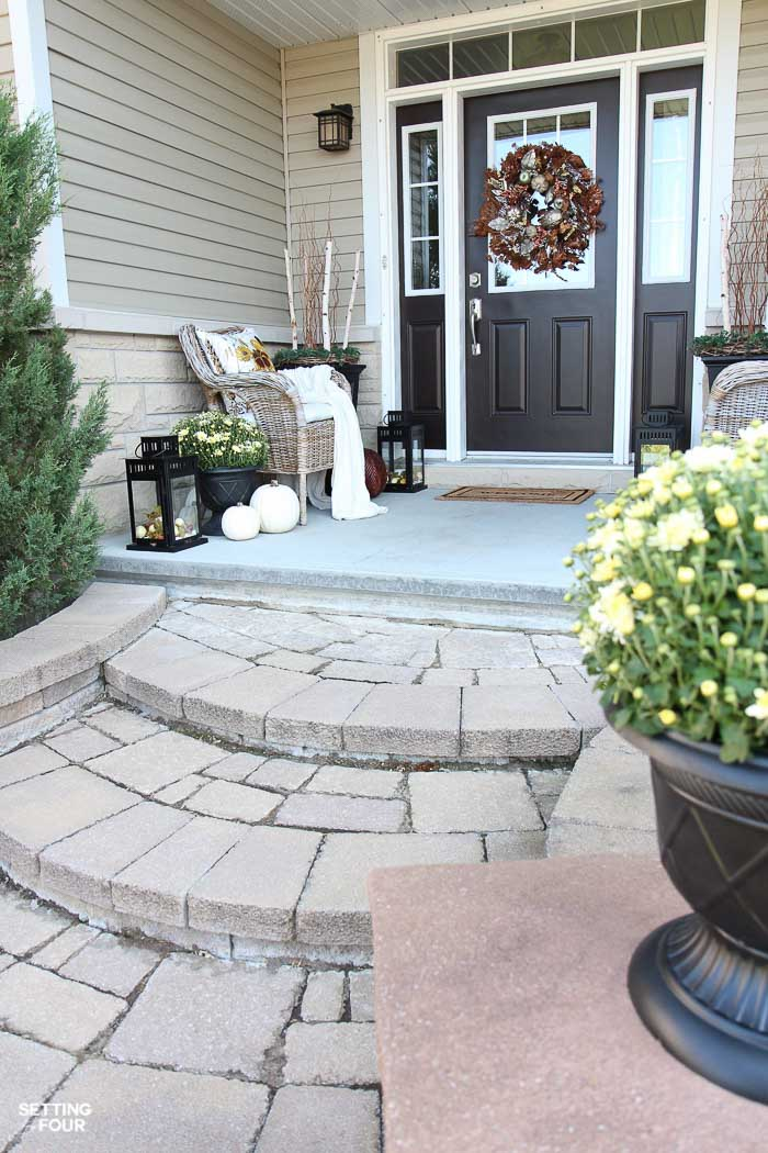 How to add curb appeal to your front porch for Fall!