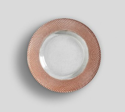 These rose gold plates are a-MAZING and look so pretty and shimmery!A table would look stunning with these rose gold accents mixed with white dishes.