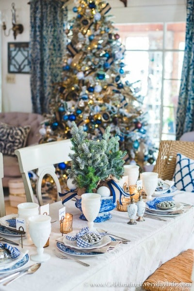 Love this! See how to make a folding table look stunning for the holidays! Easy DIY entertaining idea for the home.