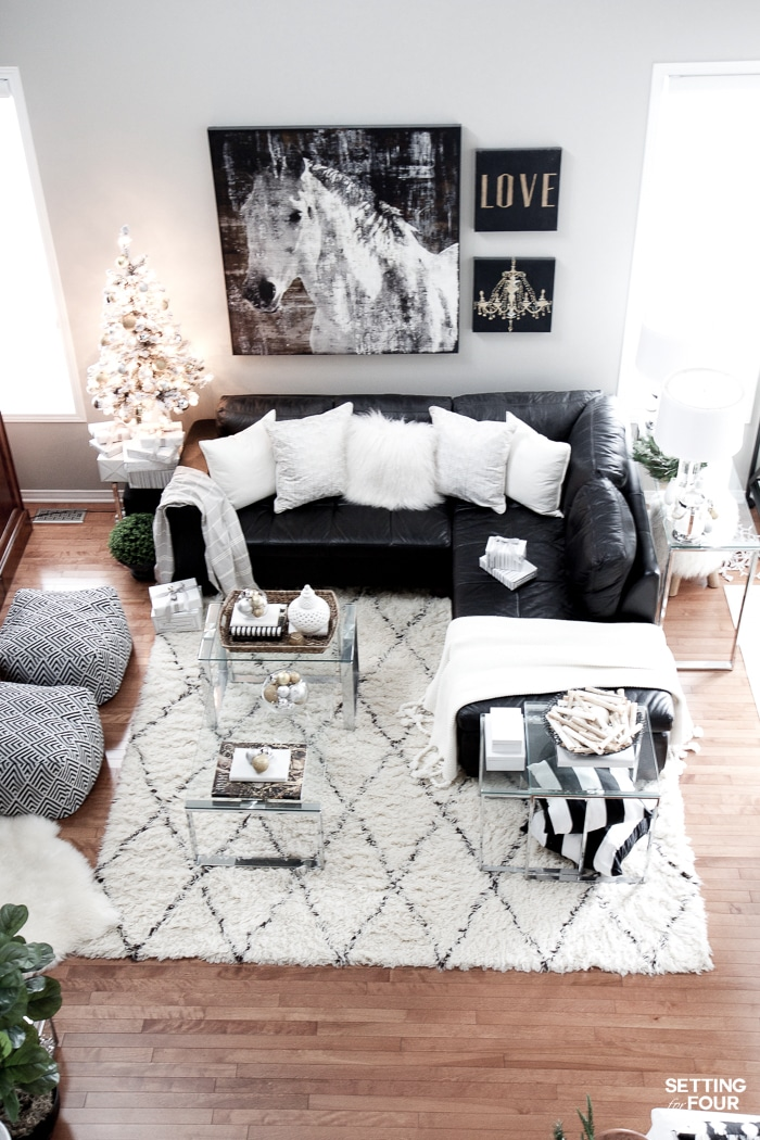 Christmas Family Room Decor Ideas - Setting for Four
