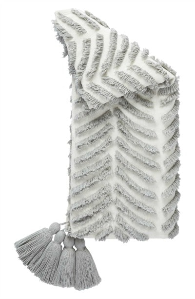 Beautiful home decor idea! This is such a cozy Tassel Throw Blanket in gorgeous gray and white!