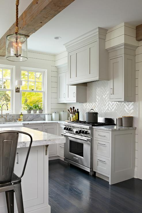 Looking to update your home? Herringbone tile and floors are a big 2018 home trend. See all 10 design and decor trends and learn how to add them to your home!