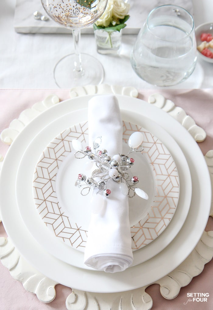 Valentine's Day Table Decor Ideas: beautiful place setting tips and centerpiece ideas.