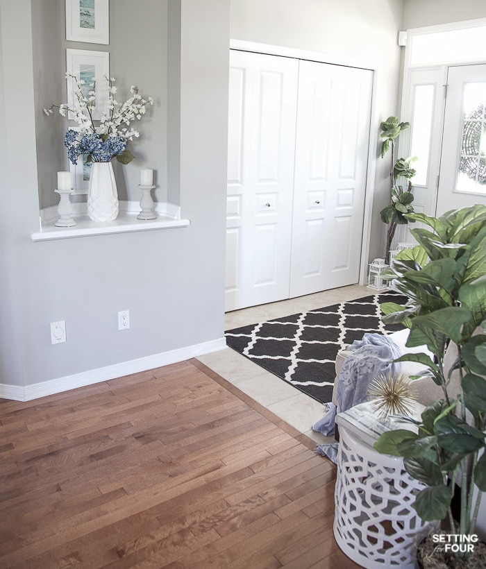 Summer decor ideas for your entryway. #summer #hometour #decor #entryway #decorideas