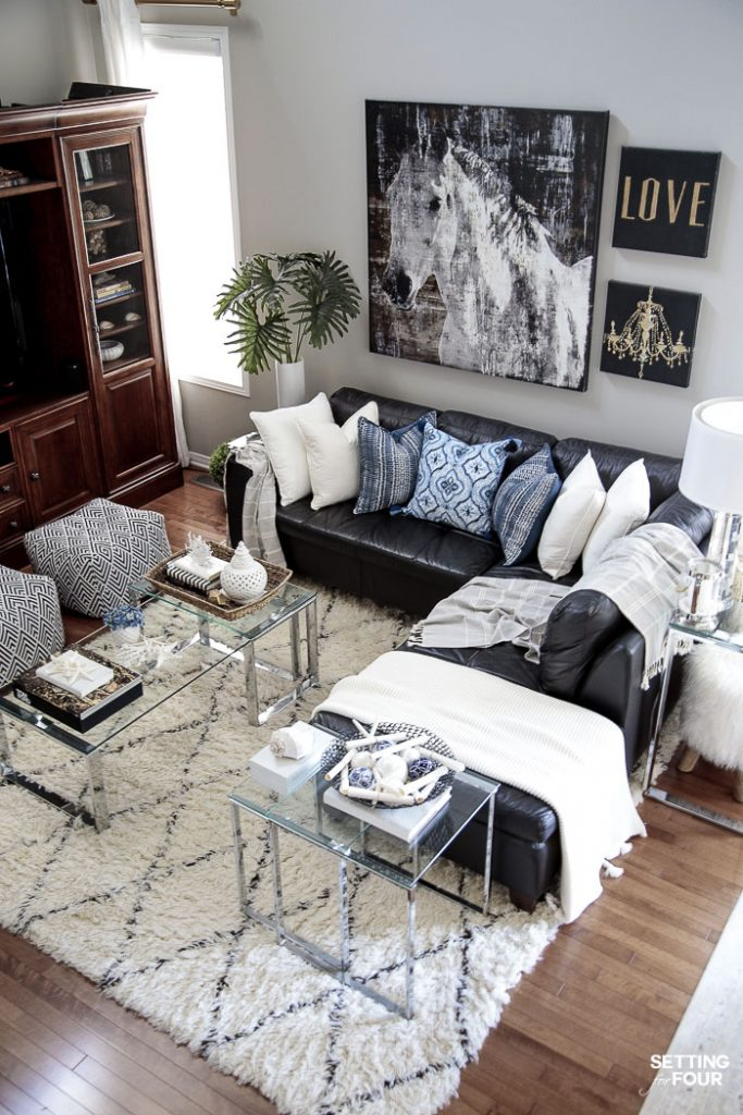 Summer decor ideas for your family room. #summer #hometour #familyroom #decor #decorideas