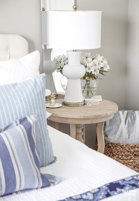 7 Simple Summer Bedroom Decorating Ideas and accent pillow tips. #decor #decoratingideas #pillows #accentpillows #summer #bedroom