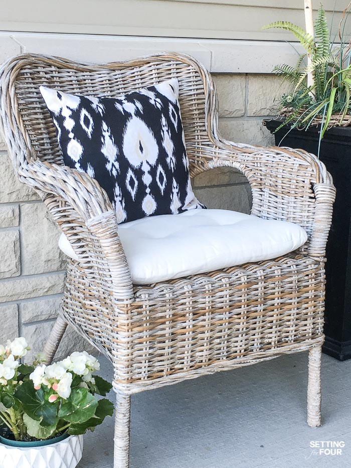 Summer Front Porch Decor Ideas #summer #porch #decor #outdoor #pillow #begonia #furniture