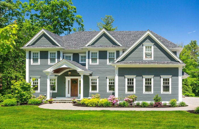 12 Curb Appeal Design Elements & Porch Decor Tips #curbappeal #exterior #porch #decor #homeimprovement #decoratingideas #JamesHardieInspired