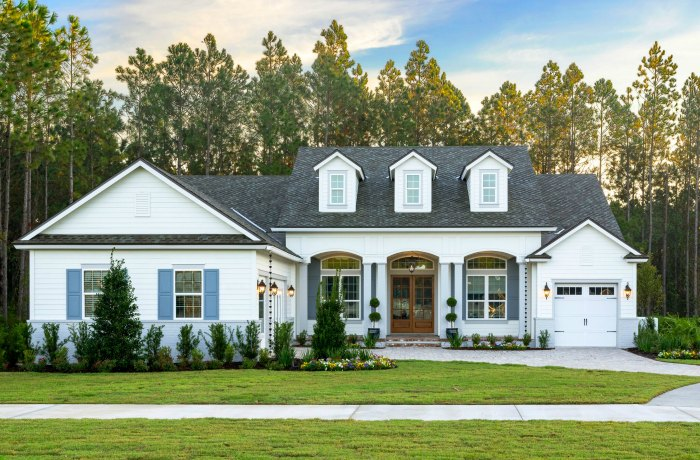 12 Curb Appeal Design Elements & Porch Decor Tips #curbappeal #decor #porch #design #siding #decorideas #JamesHardieInspired