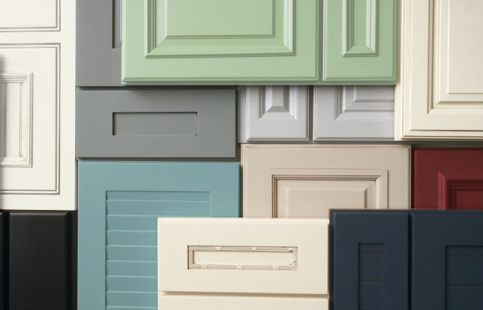Your Guide to Choosing Cabinets For Your Kitchen & Bathroom. 8 important things to consider. #cabinet #kitchen #bathroom #laundry #guide #free #decor #design #renovation #newhome #homeimprovement
