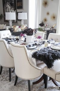 Easy Elegant Halloween Table Decorations & Centerpiece Idea. Glam Halloween table decor ideas. #halloween #decor #glam #decorideas #centerpiece #table #entertaining #party #simple