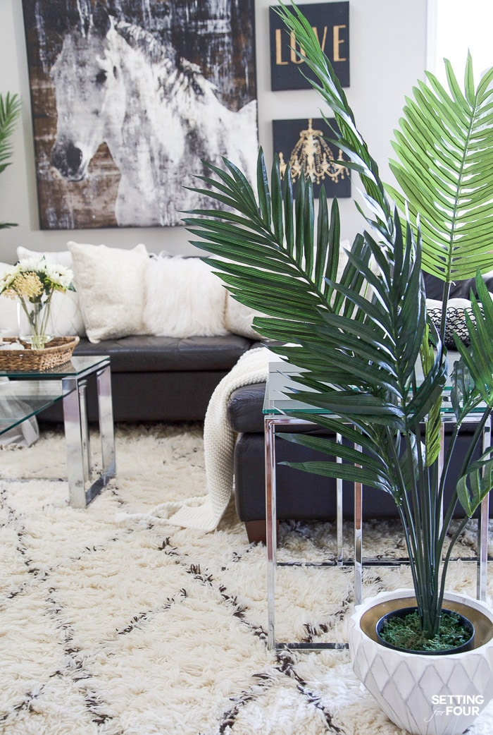 How to Style & Decorate With Artificial Flowers & Plants! Adding these natural looking faux plants and flowers will give your home a cozy, welcoming feel! #decor #decorideas #decorinspiration #artificial #faux #plants #flowers
