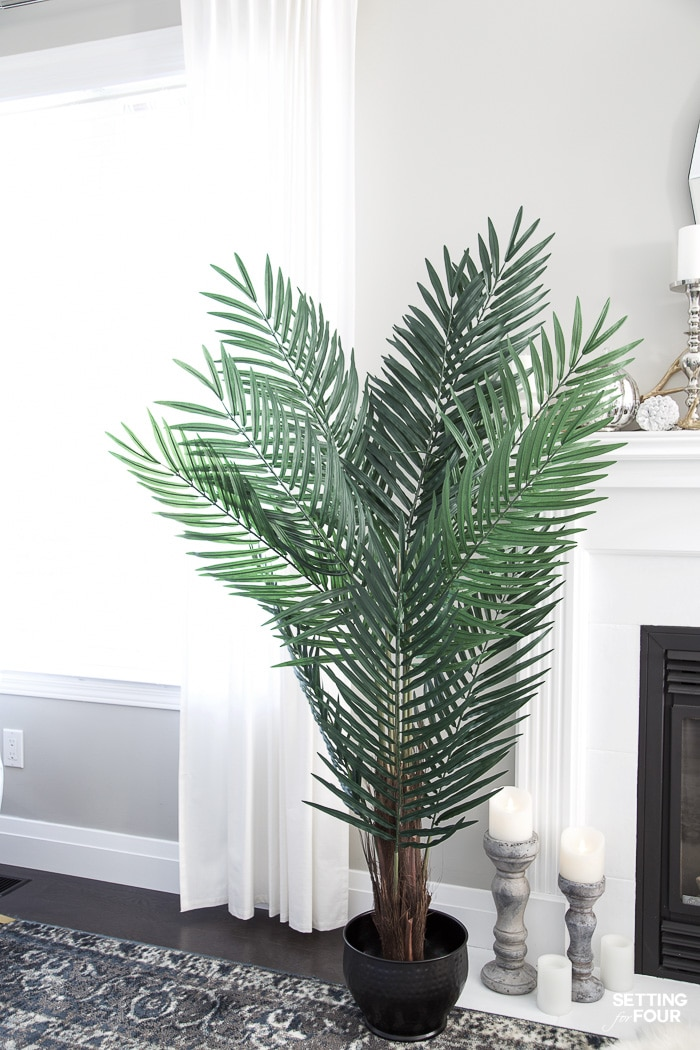How to Style & Decorate With Artificial Flowers & Plants! Adding these natural looking faux plants and flowers will give your home a cozy, welcoming feel! #decor #decorideas #decorinspiration #artificial #faux #plants