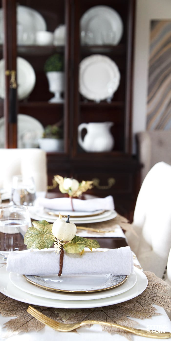 Fall dining room table place setting ideas with pumpkins and leaves #pumpkin #leaves #decor #diydecor #fall #thanksgiving #diningroom