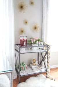 See these easy Christmas Bar Cart Decor & Styling ideas! How to get your bar cart party ready with drinks and decor for entertaining Christmas guests or just to enjoy with your family! #christmas #barcart #party #family #entertaining #decor #guests #decor