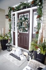 Christmas home decor ideas for the porch and living room! #christmas #christmasdecor #porch #livingroom #christmasporch #christmaslivingroom #decor