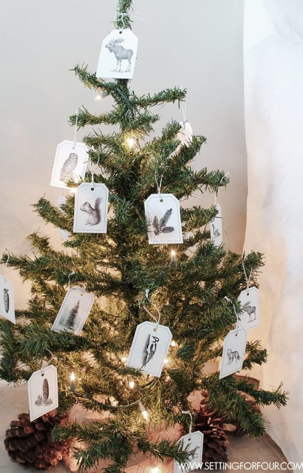 These gorgeous woodland tags are perfect to add to gifts and are an inexpensive way to decorate a Christmas tree for the holidays! #woodland #tag #printable #decor #gift #christmastree